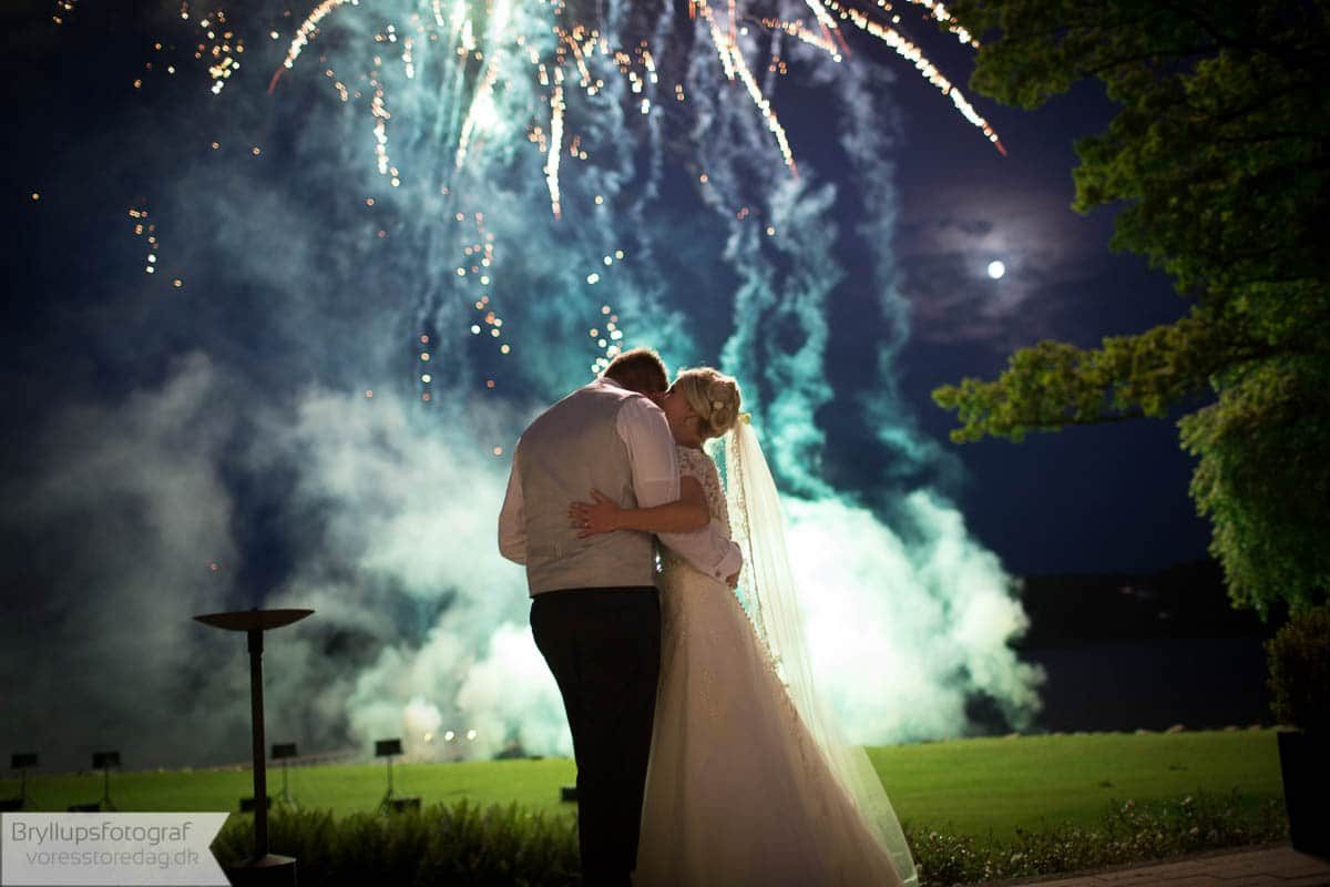 Fyrværkeri med farver og brag til dit bryllup