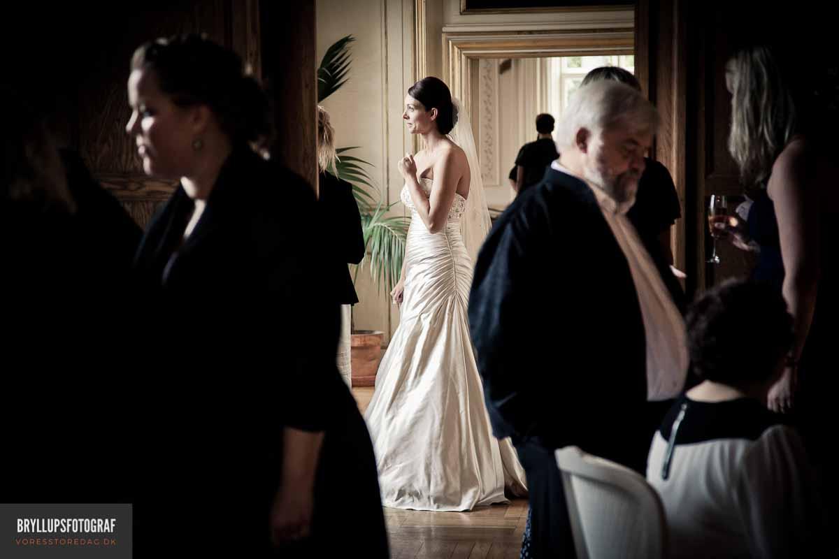 Smykke, prikken over brudekjolen
